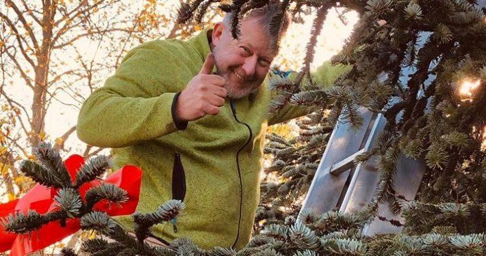 Aufbau des Weihnachtsbaums in Schildgen